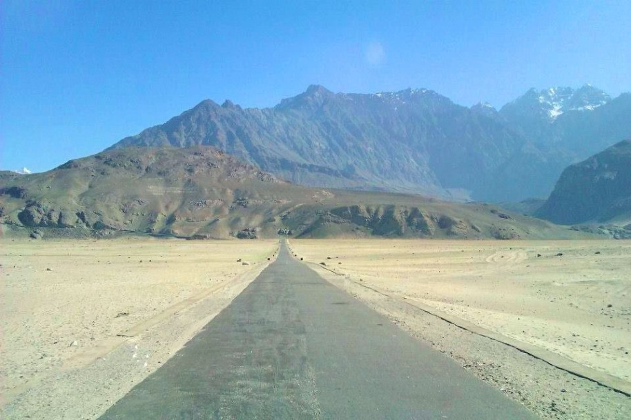 Endless and empty roads of Skardu