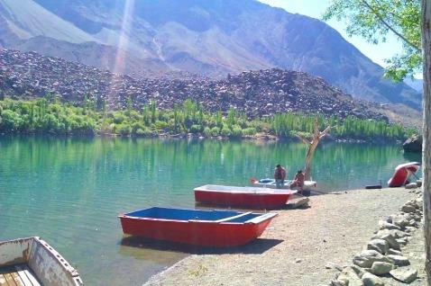 Boats flying on water - Upper Kachura Lake